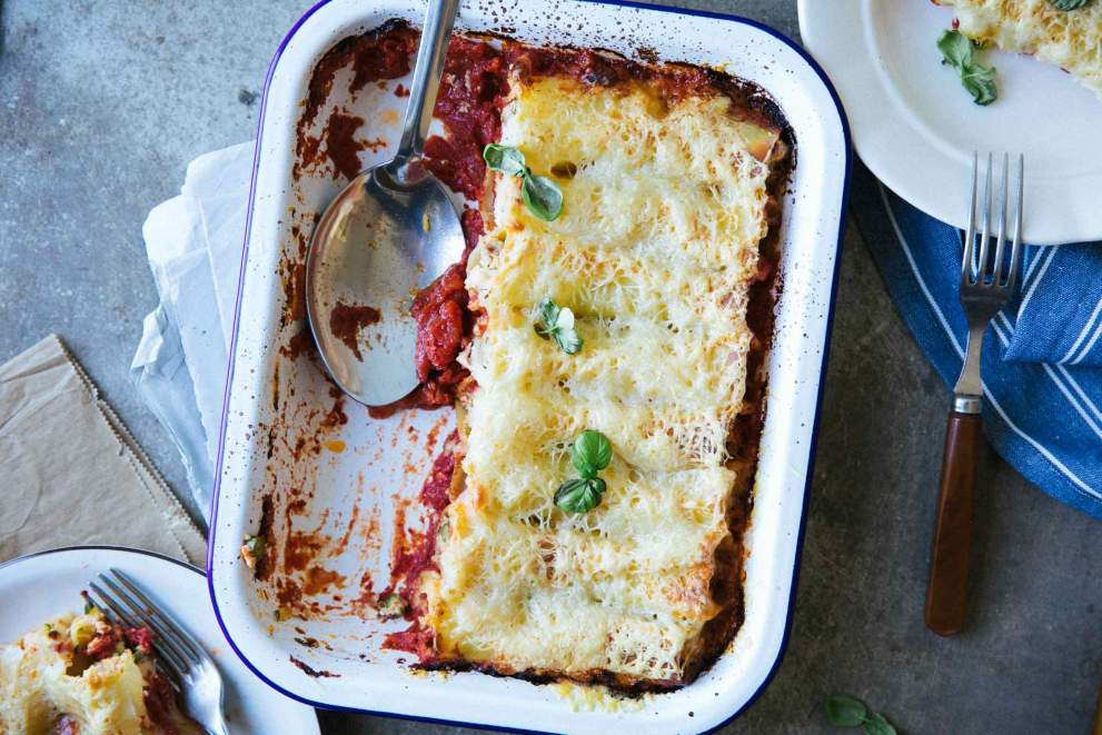 Cannelloni with asparagus and zucchini served in a baking dish