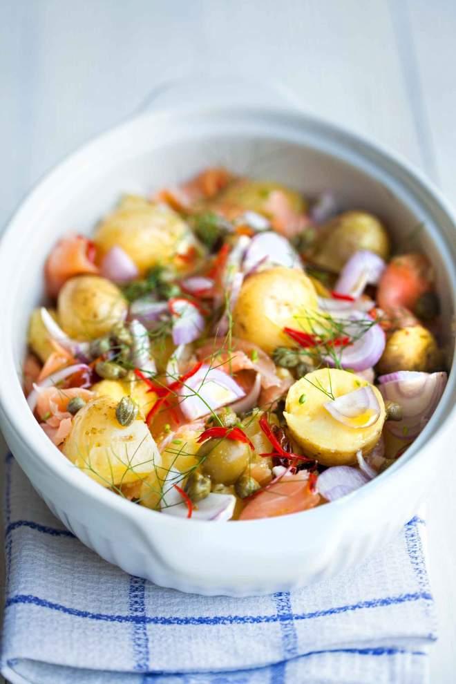 Krompirjeva solata z dimljeno ribo