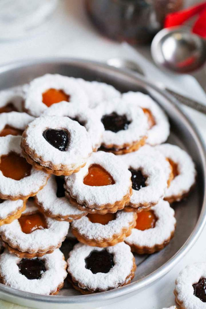 Brittle linzer cookies with marmalade on a plate ready to be served