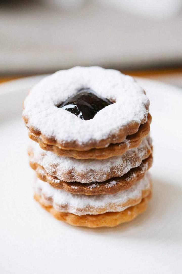 Brittle linzer cookies with marmalade piled up